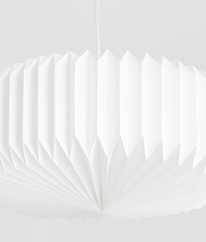Weißer Plisseelampenschirm