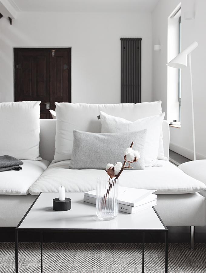 Wohnzimmer in schlichten Farben