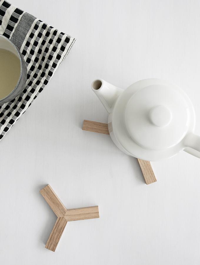 Teekanne mit Untersetzer