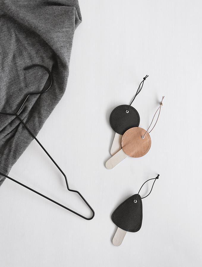 DIY Duftbäumchen aus Holzstäbchen und Leder