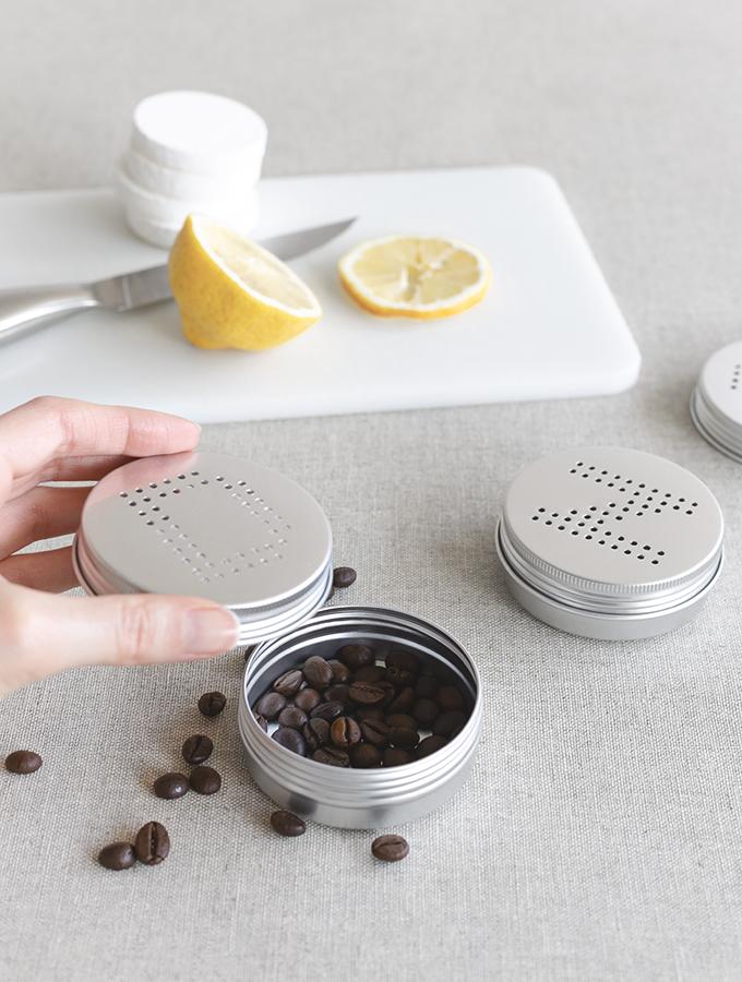 Diffusorbox aus Blechdose mit Kaffeebohnen
