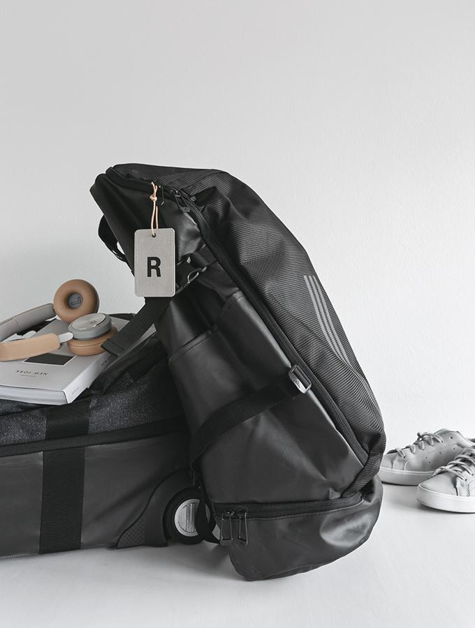 Reisegepäck mit Adressanhänger