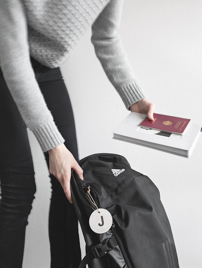 Kofferanhänger mit Buchstaben