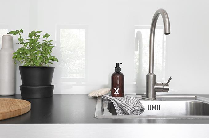 Abwaschbecken mit Spülmittel