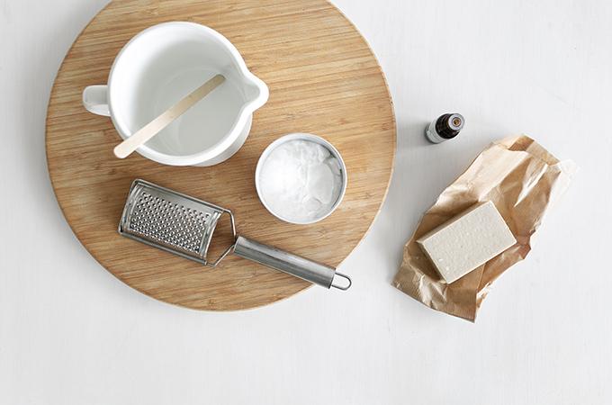 Material für DIY Spülmittel aus Olivenseife