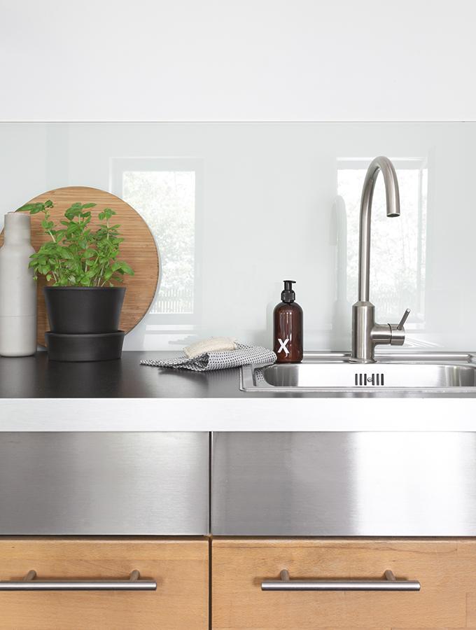 Küchenzeile mit Spülbecken