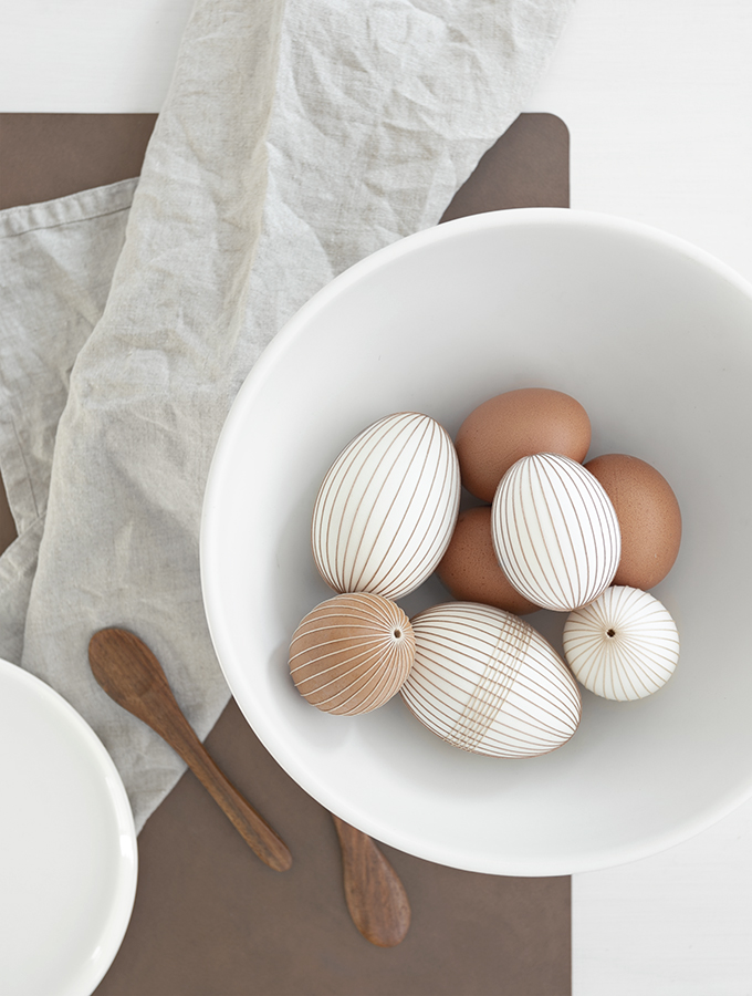 Ostereier mit Garn umwickeln